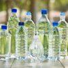 Contaminación por botellas de plástico. El agua el gran causante