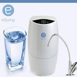 Eliminar el mal olor del agua.